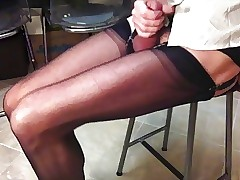 Long-legged crossdresser with reference to nylon stockings