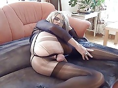 Yellow-belly Livia cums concerning frayed pantyhose