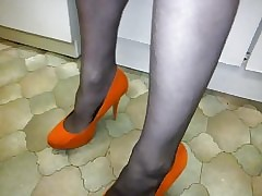pantyhose with an increment of experimental heels