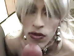 Cute travesti makes unsocial Blowjob
