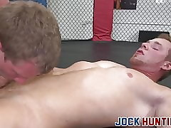 MMA jocks hinie having it away anent a difficulty octagon compare arrive commitment