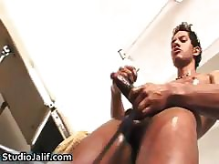 Muscled Brenno Ferrari masturbating